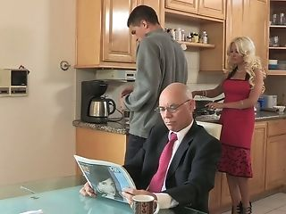 Blonde, Cheating, Clothed Sex, Cute, Family, Hardcore, Helly Mae Hellfire, Housewife, Kitchen, Licking,